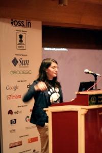 Máirín Duffy giving a presentation