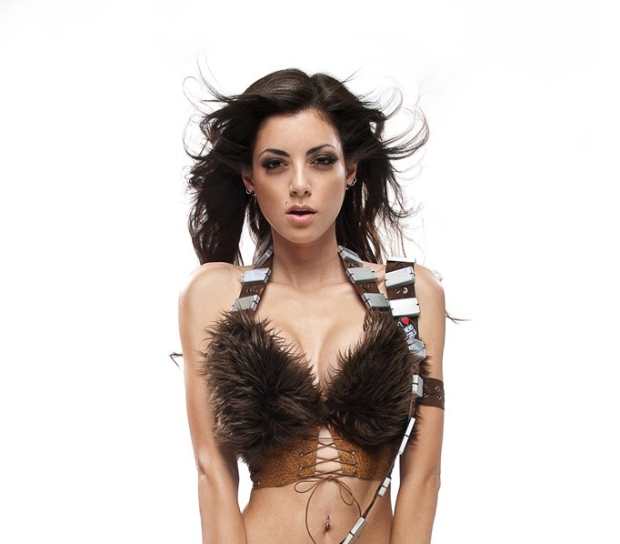 babeology-leeanna-vamp-is-lady-chewbacca-20110815032950638