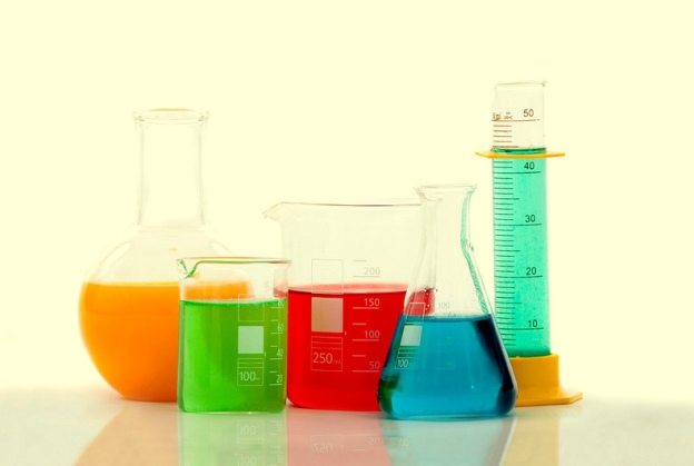 Test tubes and beakers by zhouxuan12345678